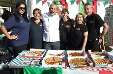 La festa dello scorso anno. Al centro Gennaro Contaldo made ambassador of the Italian Festival